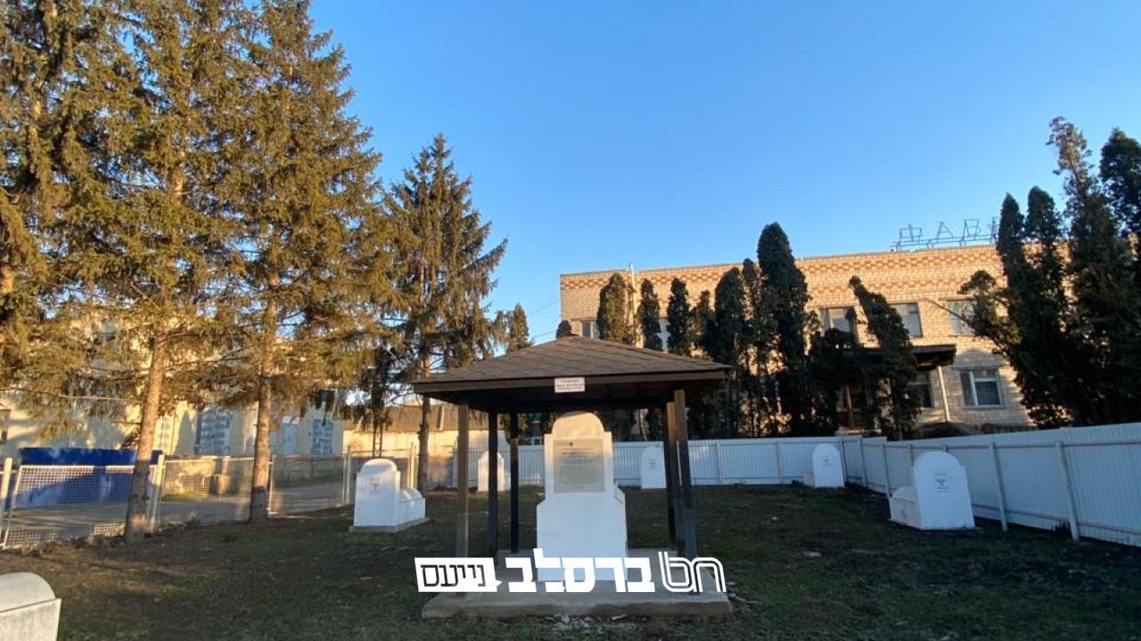 """אוקראינה: הוקמה מצבה לזכרו של הרה""""ק רבי ראובן יוסף מהייסין זי""""ע (במיקום משוער)"""
