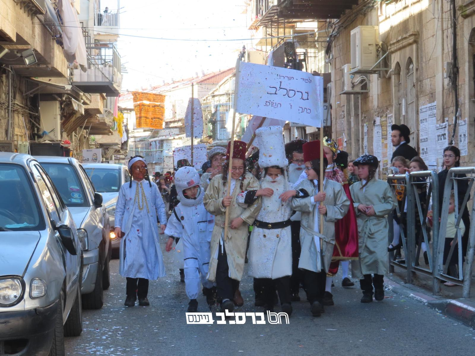 ירושלים: ילדי תלמוד תורה ברסלב בירושלים חוגגים את מסיבת פורים