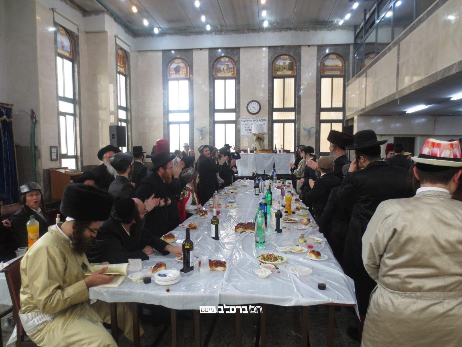 בית שמש: שמחת פורים ומשתה היין בבית הכנסת ברסלב בקריה החרדית בית שמש