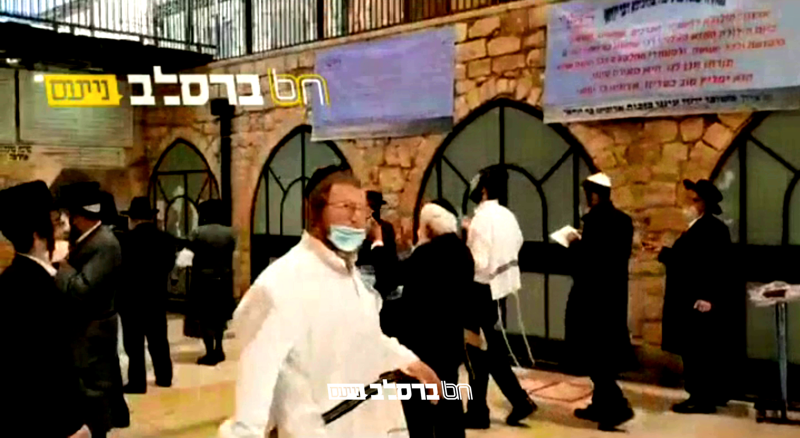 צפו • שעות אחדות לפני סגירת אתרא קדישא מירון עוד הספיקו יהודים לפקוד את ציון הרשבי