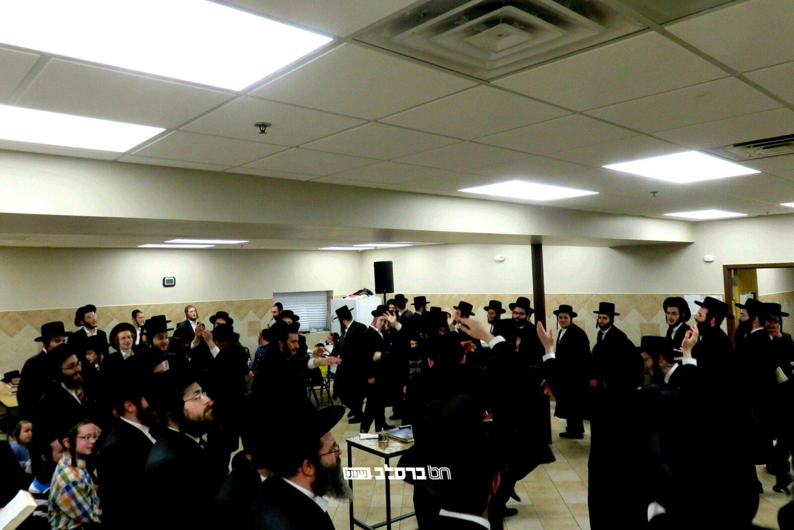 """מונסי: ל""""ג בעומר • ריקדים ושמחה בבית הכנסת 'ברכת הנחל' לכבוד רבי שמעון בר יוחאי"""