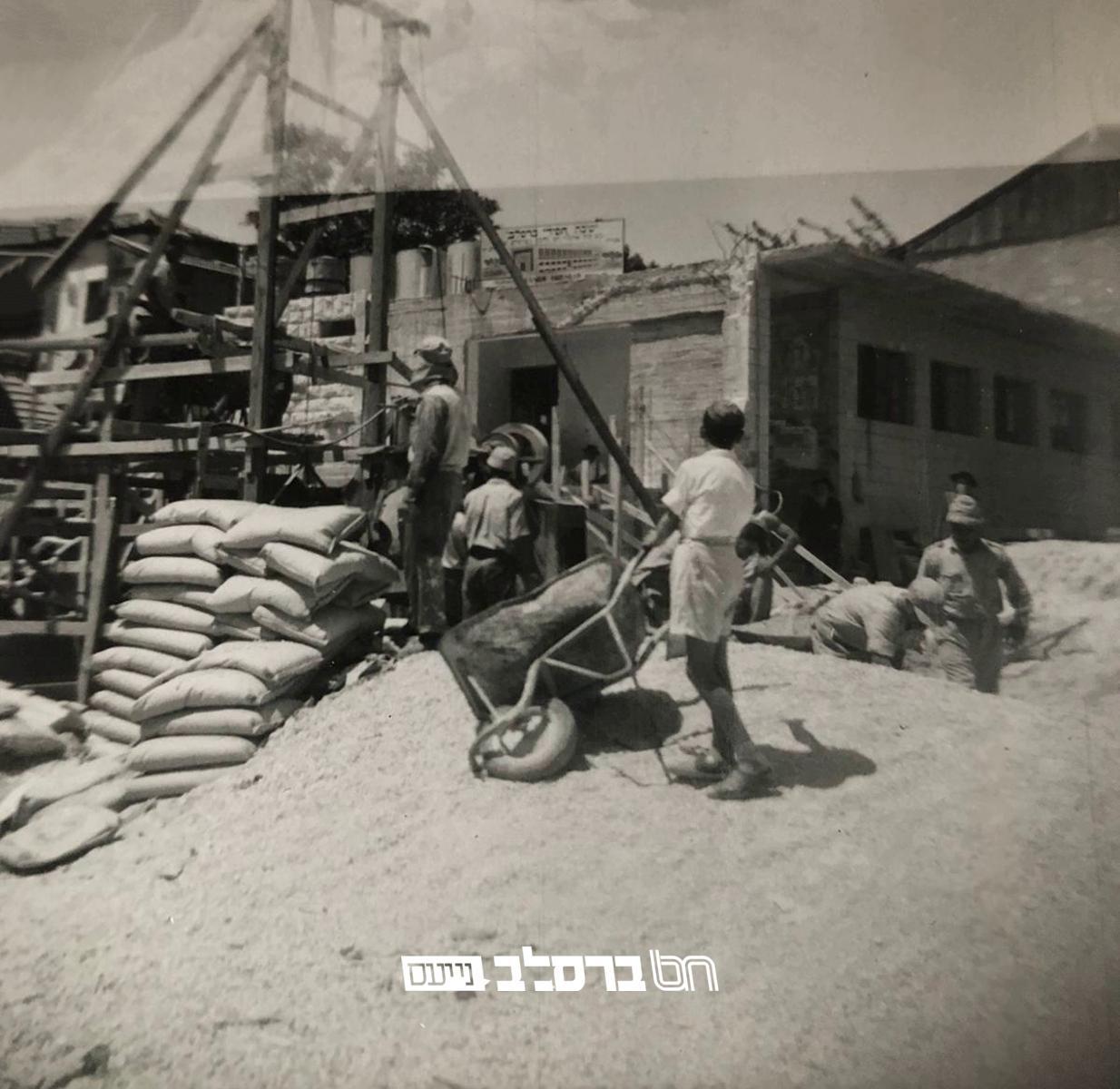 נוסטלגיה • גלרית תמונות של בניית בית הכנסת הגדול דחסידי ברסלב (השול) בירושלים