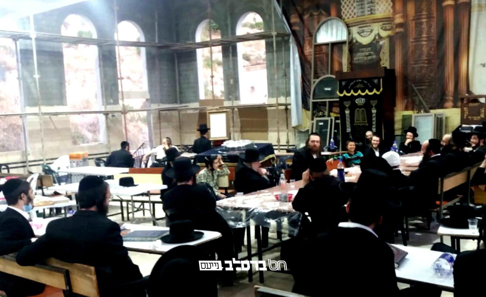 """צפת • בבית הכנסת ברסלב 'פאר הנצח' התקיים שיעור מאת הרה""""ח ר' יעקב נתן אנשין שליט""""א"""