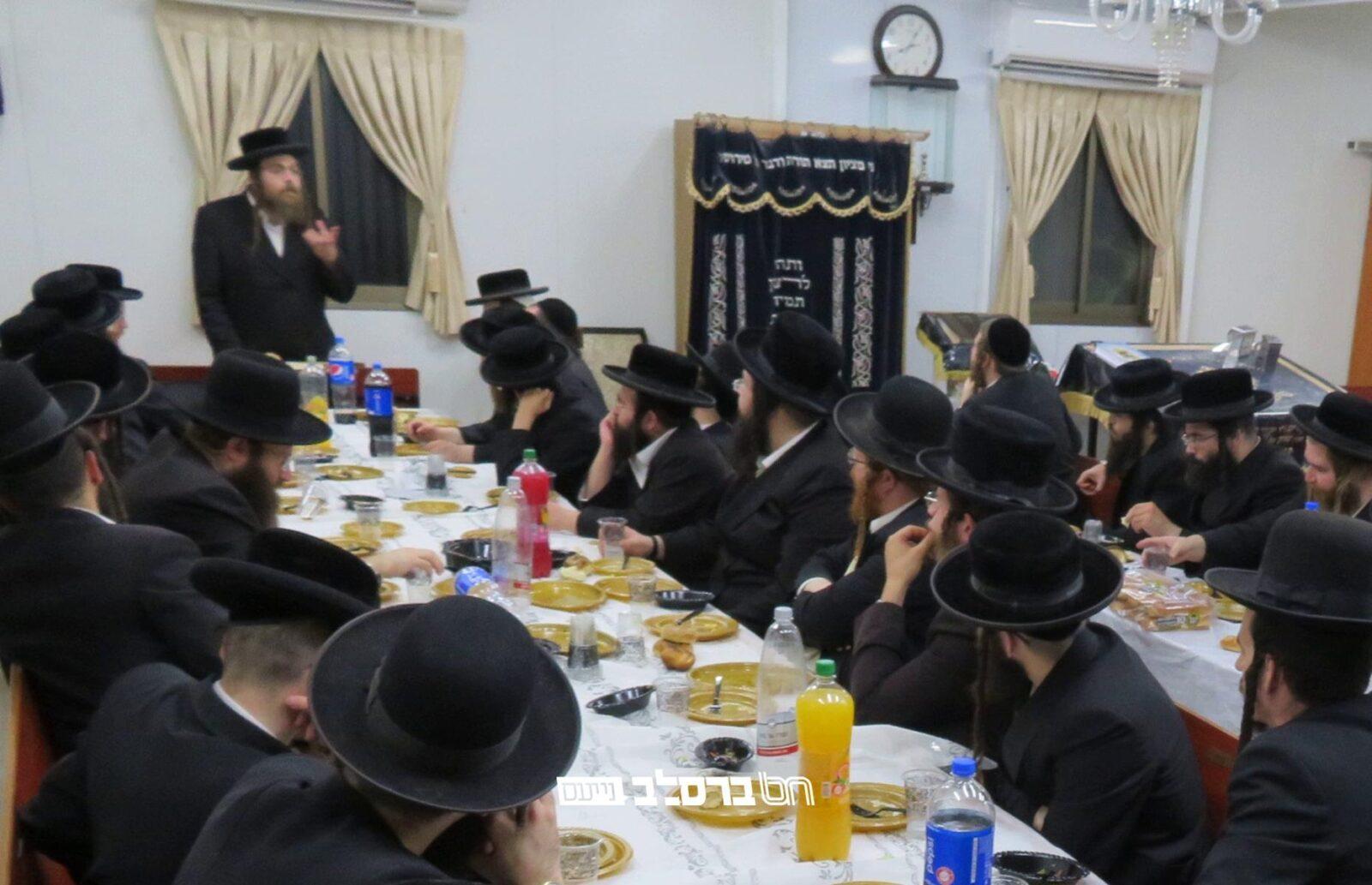 דף היומי • מעמד סיום מסכת עירובין והתחלת מסכת פסחים בבית הכנסת ברסלב שכונת קנה בושם