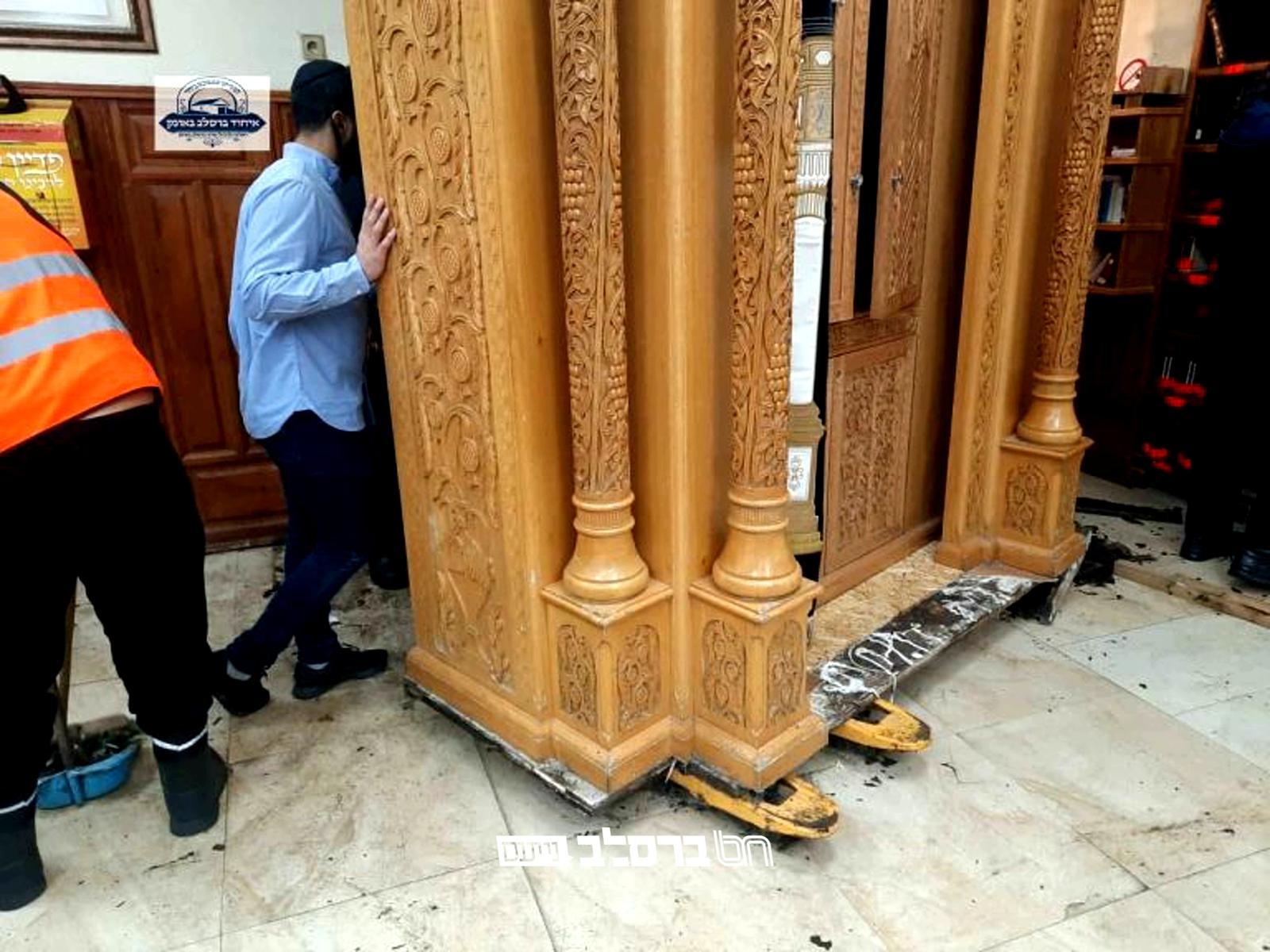 איחוד ברסלב באומן: שופץ וחודש ארון הקודש שבהיכל ציון רבינו הקדוש רבי נחמן מברסלב באומן