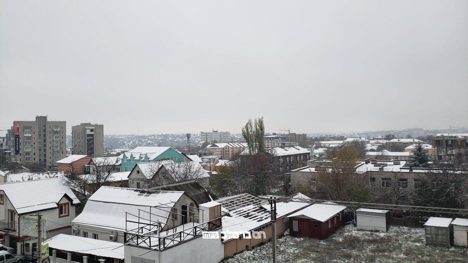 אומן • משעות הבוקר החל לרדת שלג קל בעיר הגעגועים אומן שבאוקראינה