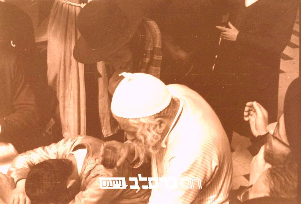 """שיחת העובדים • הגה""""צ רבי שמואל שפירא ורבי לוי יצחק בנדר זצ""""ל בעת שכרות במשתה היין פורים תשל""""ו"""
