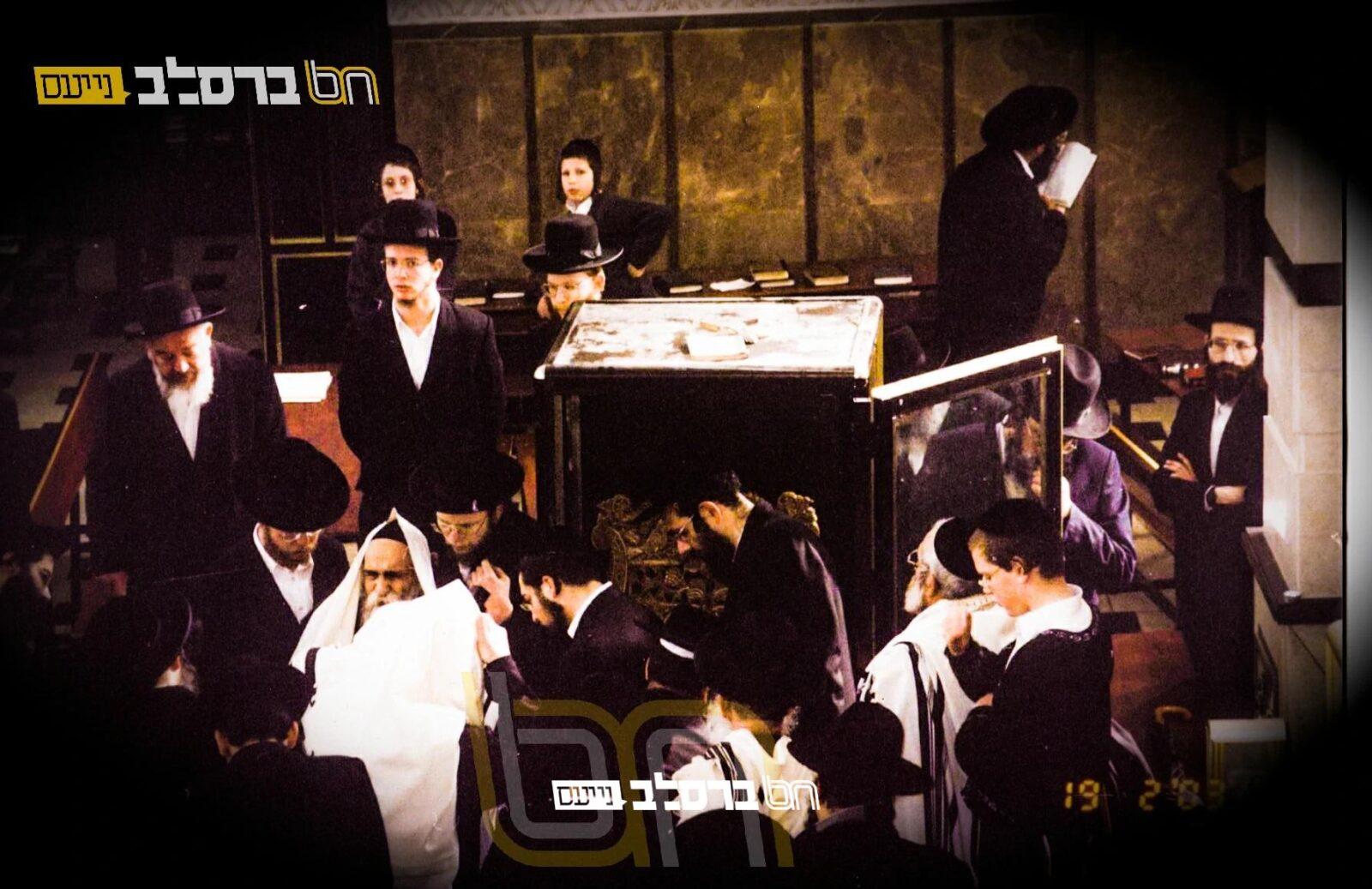 נוסטלגיה • תמונה היסטורית של ראש ישיבת בריסק בבית הכנסת הגדול שבירושלים ה'שול'