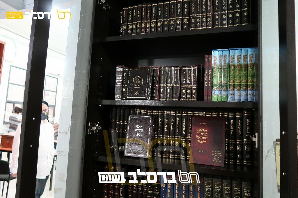 הפצה • נקודת הפצת ספרי ברסלב בבית הכנסת 'חן הנחל' רמה א' בית שמש