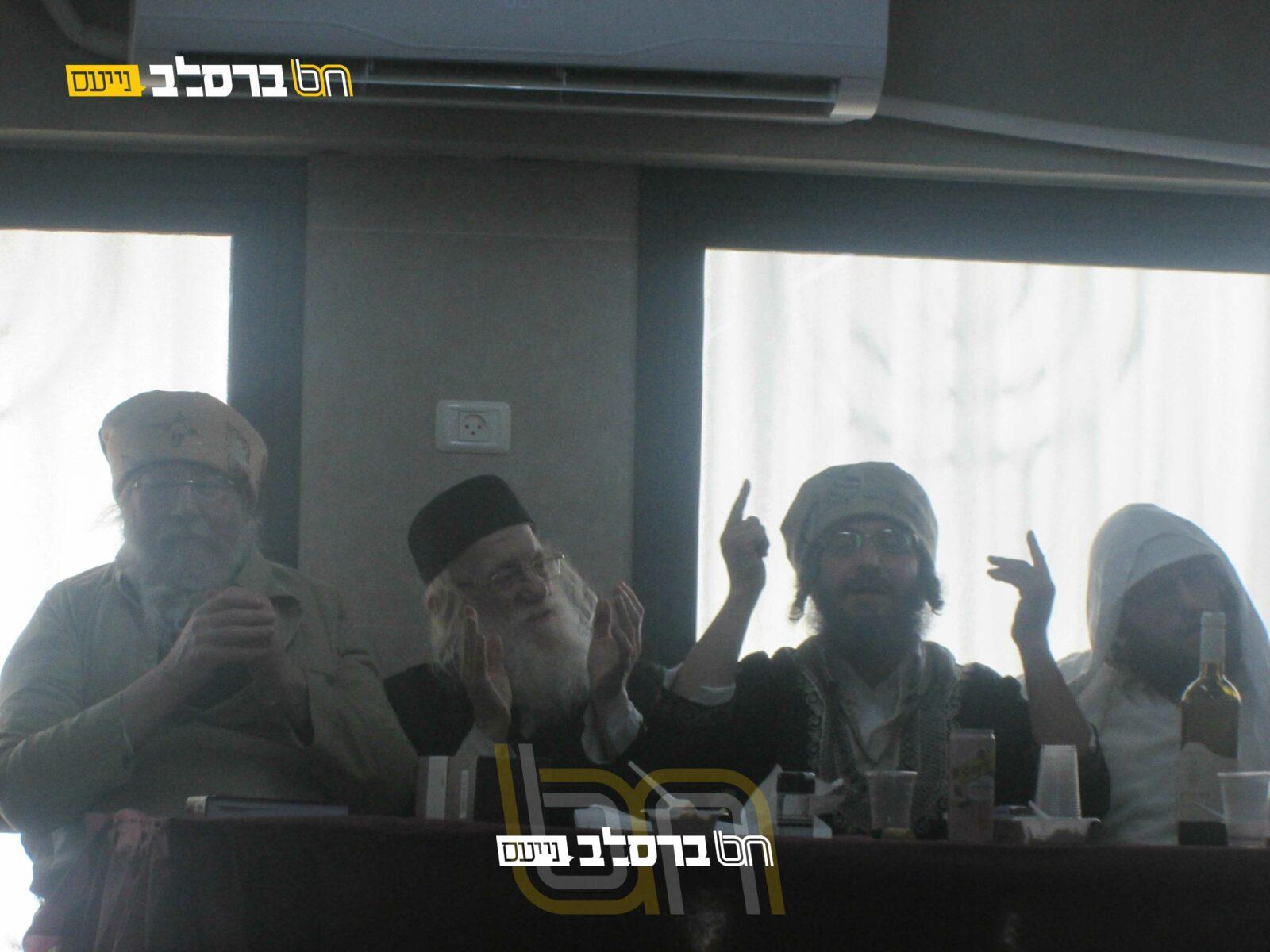 """בית שמש • שמחת פורים בבית הכנסת ברסלב בקריה החרדית בראשות הר""""א פראנק"""