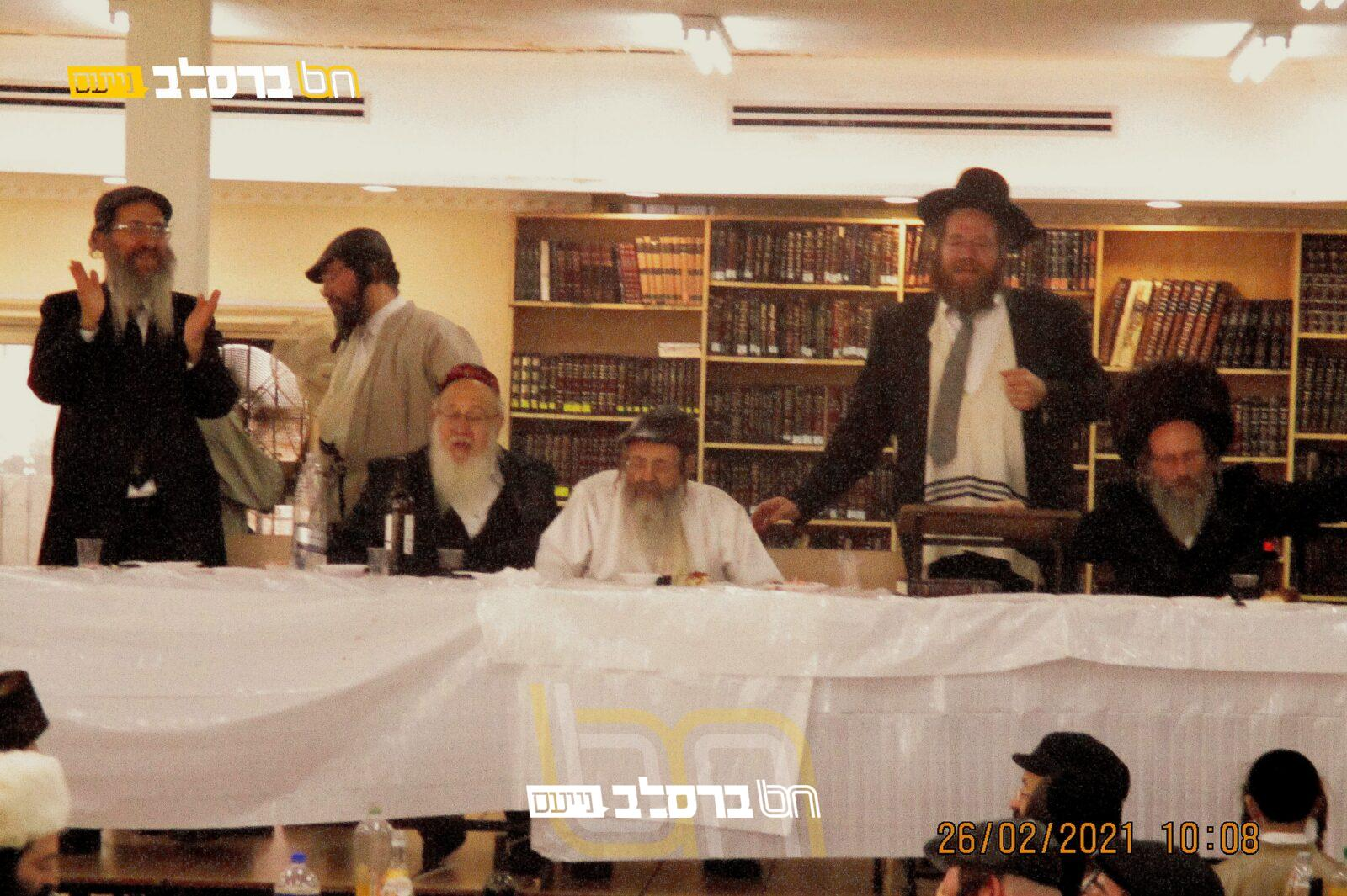 """בית שמש • צפו בפורים בבית הכנסת 'נחלת חן' עם ר""""א זילביגער, ורא""""ד ברזסקי"""