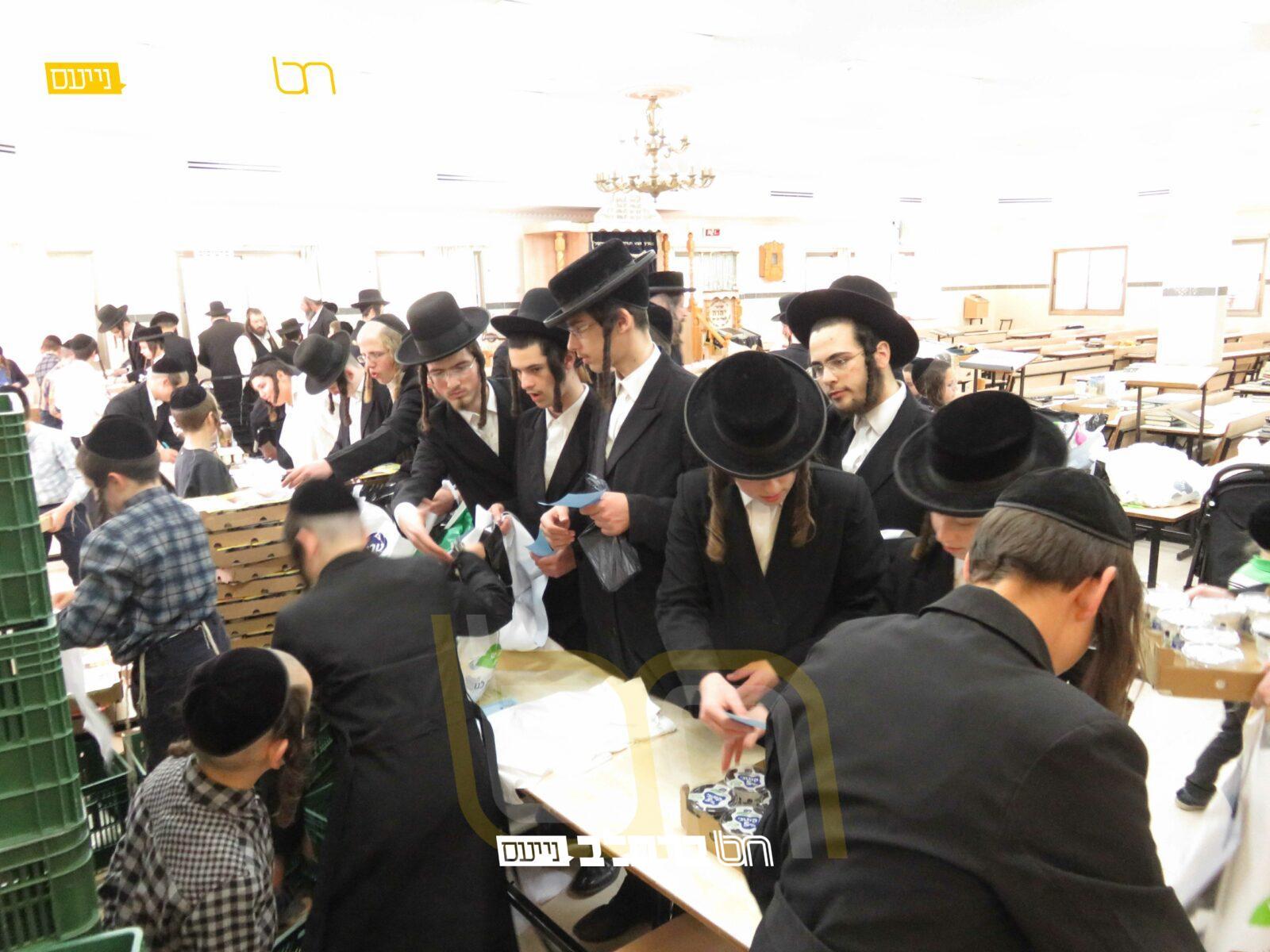 קִמְחָא דְפִּסְחָא • המשך החלוקה בבית הכנסת ברסלב 'נחלת חן'