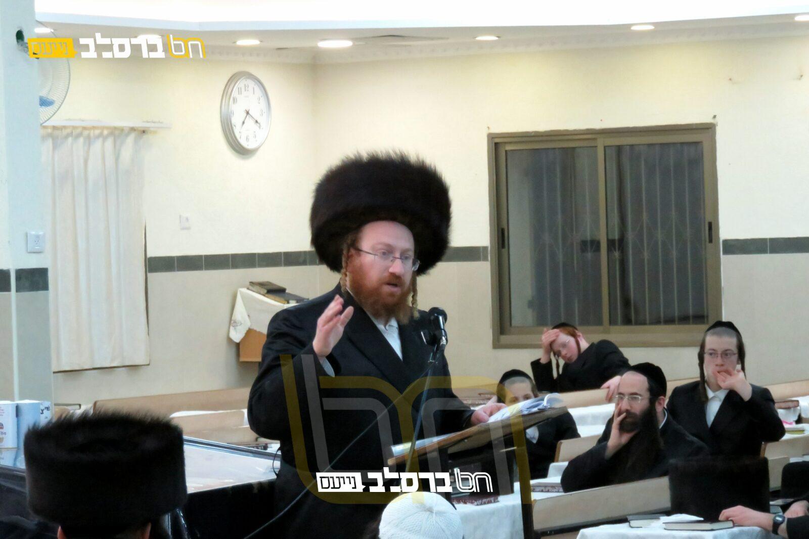 """בית שמש • ההיסטוריון הגר""""א קאהן בשיעור בבית הכנסת ברסלב 'נחלת חן' • האזינו"""
