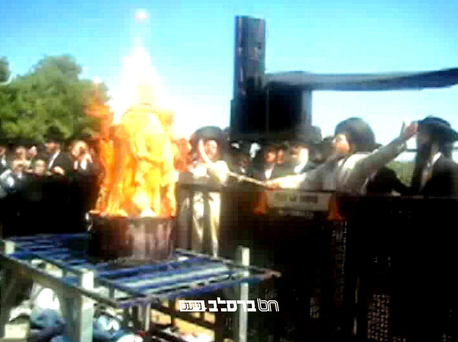 """נוסטלגיה • צפו הגה""""צ רבי יעקב מאיר שכטער בהדלקה במירון בשנת תשס""""ט"""