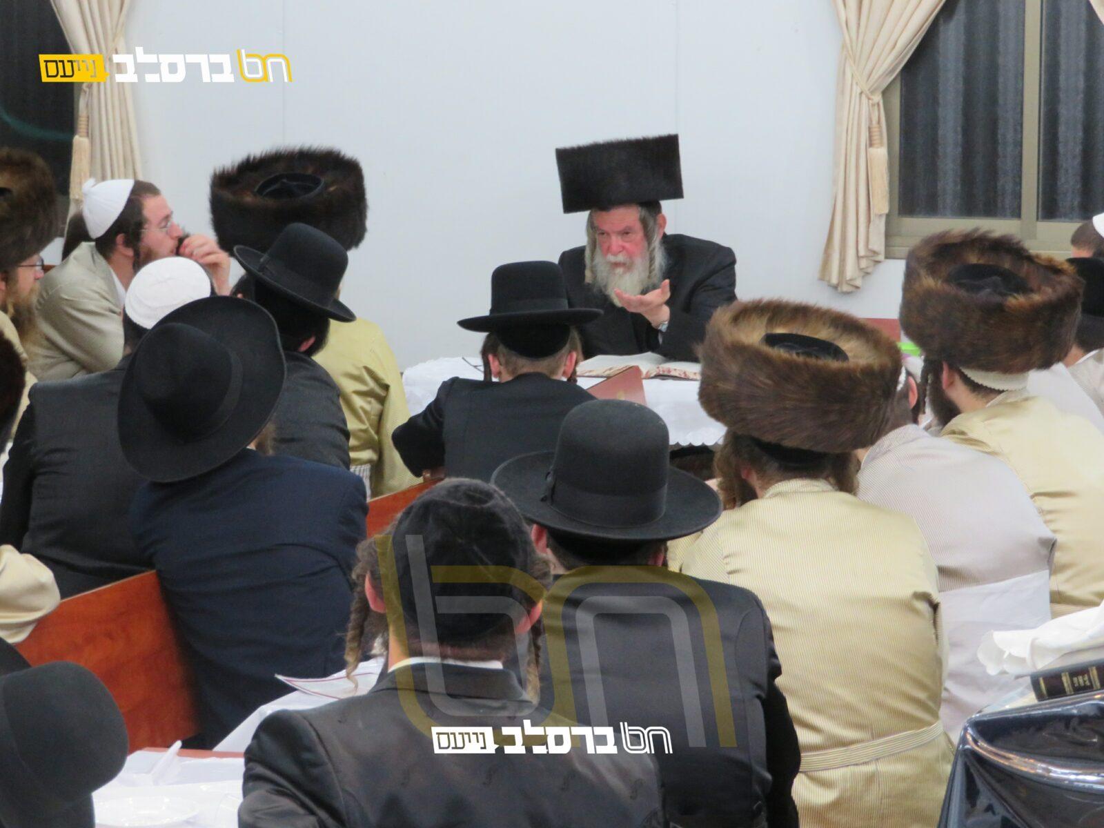 """בית שמש • שבת הכנה לל""""ג בעומר בבית הכנסת ברסלב קנה בושם עם הגר""""צ חשין"""