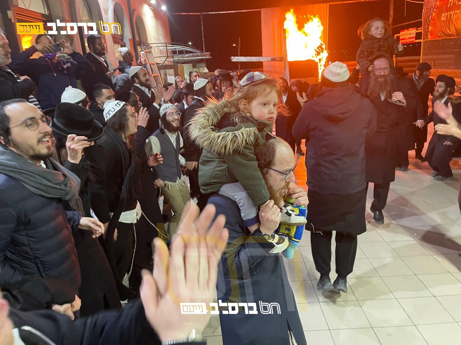 לִכְבוֹד הַתַּנָּא הָאֱלוֹקִי • צפו בהדלקה בציון רבינו הקדוש באומן • גלריה