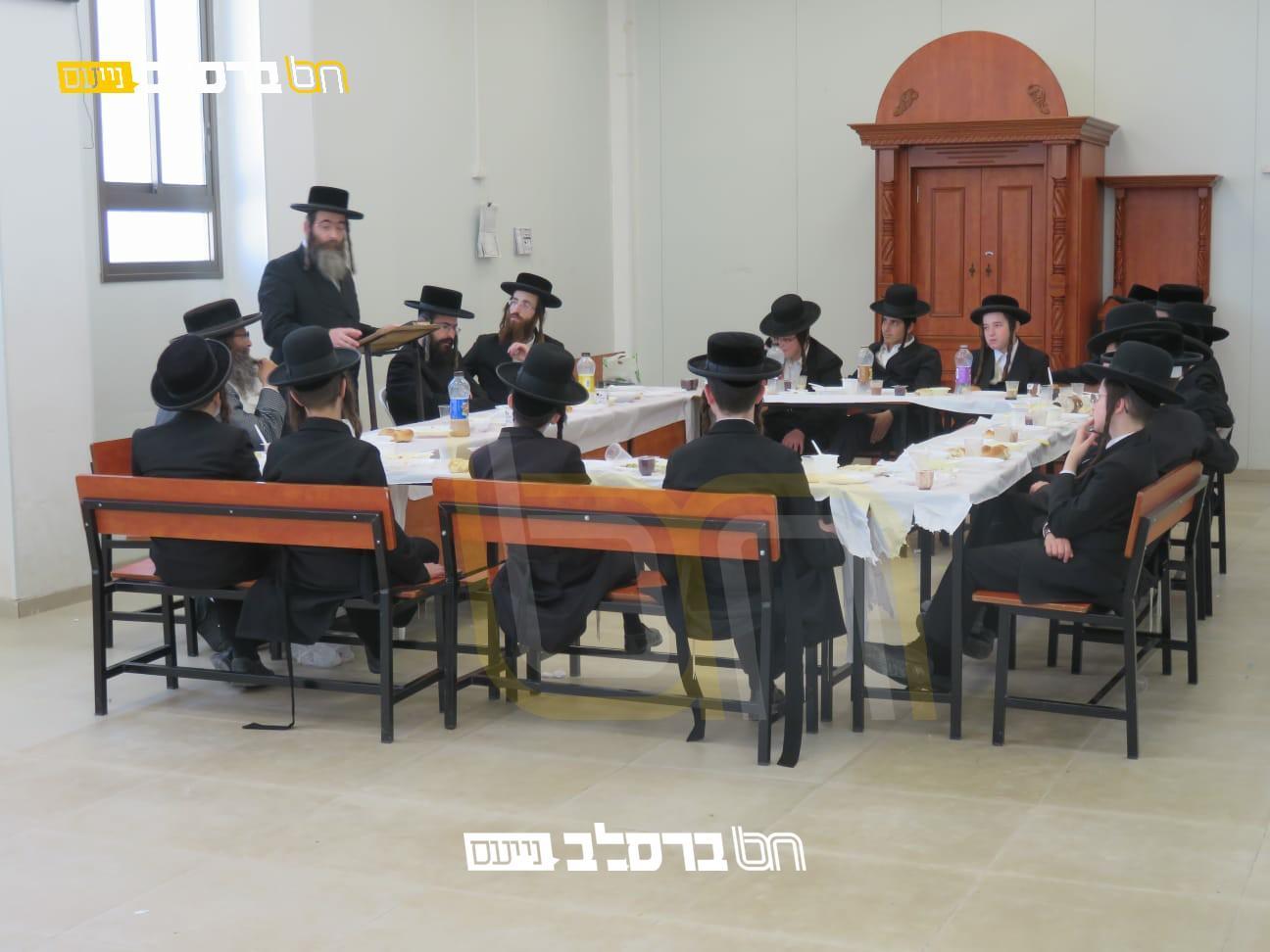 ישיבת ברסלב בית שמש בסעודת ראש חודש