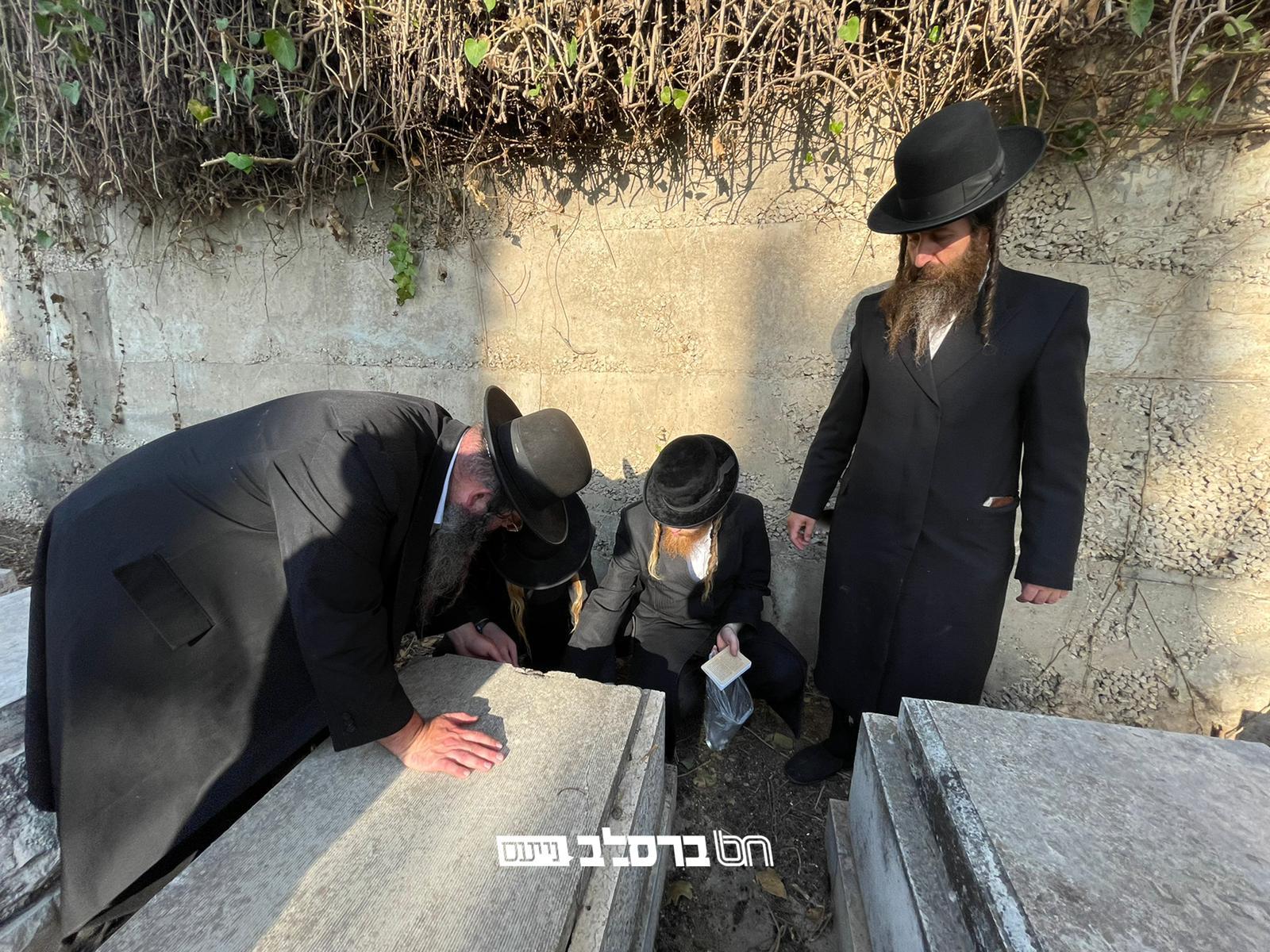 """זכרונם לברכה • כמה מאנ""""ש עלו לקבר 'רבי דניאל גר־הצדק' שהציל את הציון"""