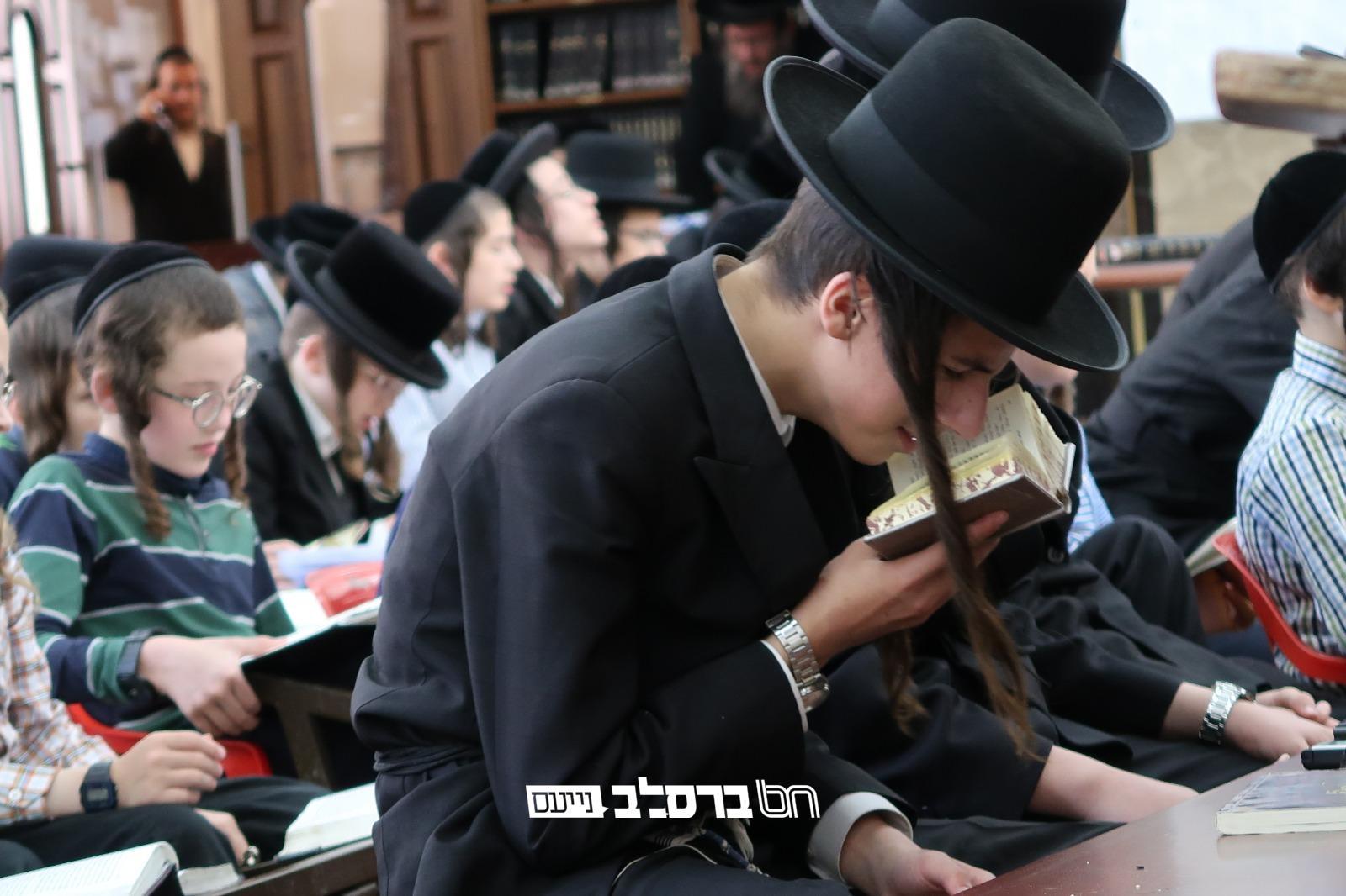 ירושלים • צפו ילדי תלמוד תורה ברסלב כואבים את חורבן בית המקדש