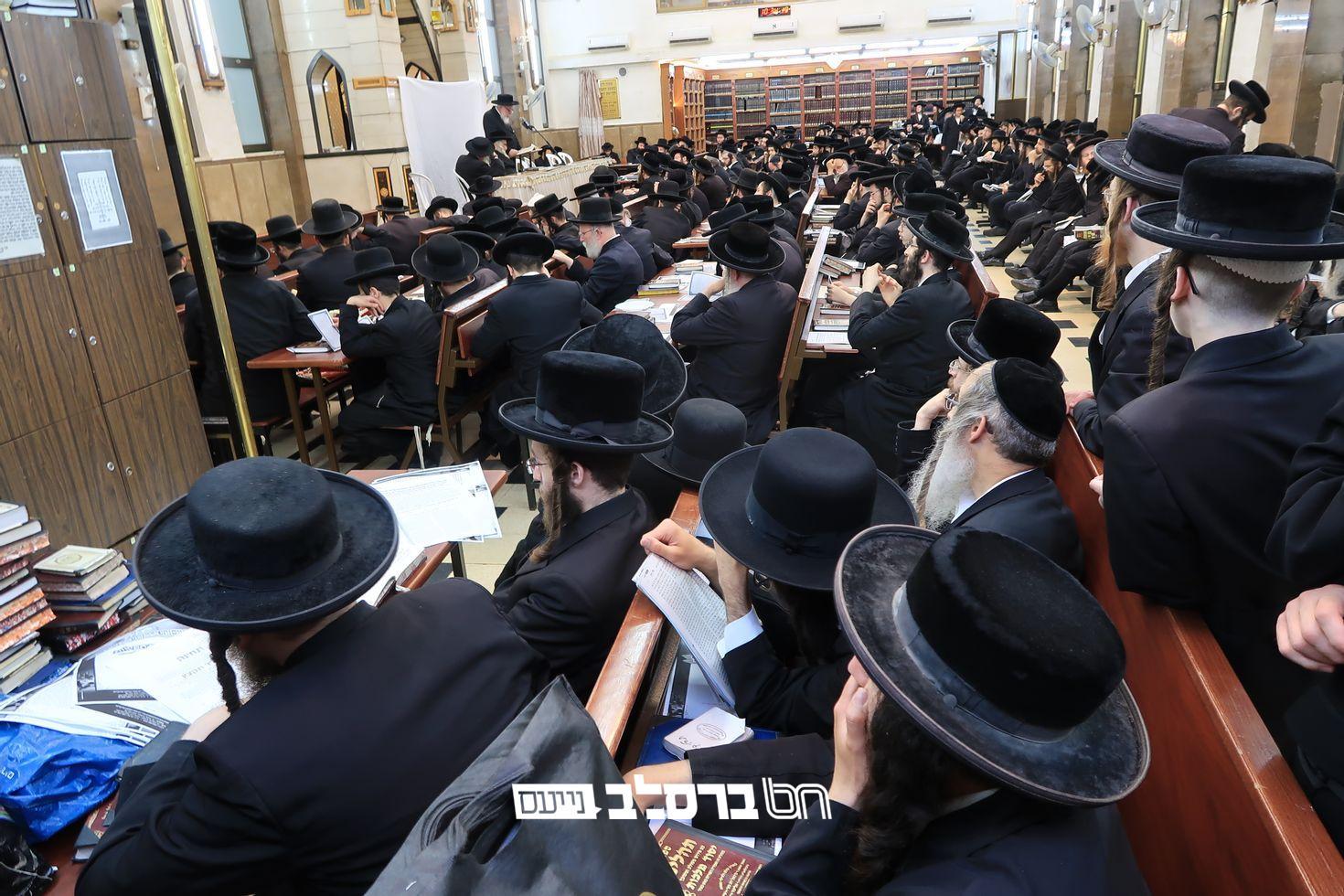 """קיבוץ תשפ""""ב • יום התפילה העולמי ב'שוהל' בראשות הרבנים זקני אנ""""ש"""
