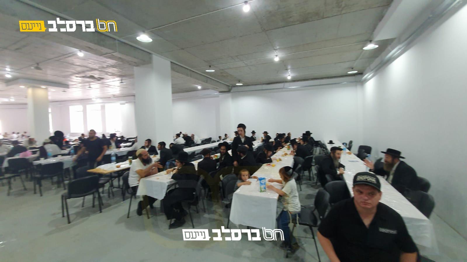 הכנסת אורחים פעדער: פתח את שעריו לסעודת 'פת שחרית'