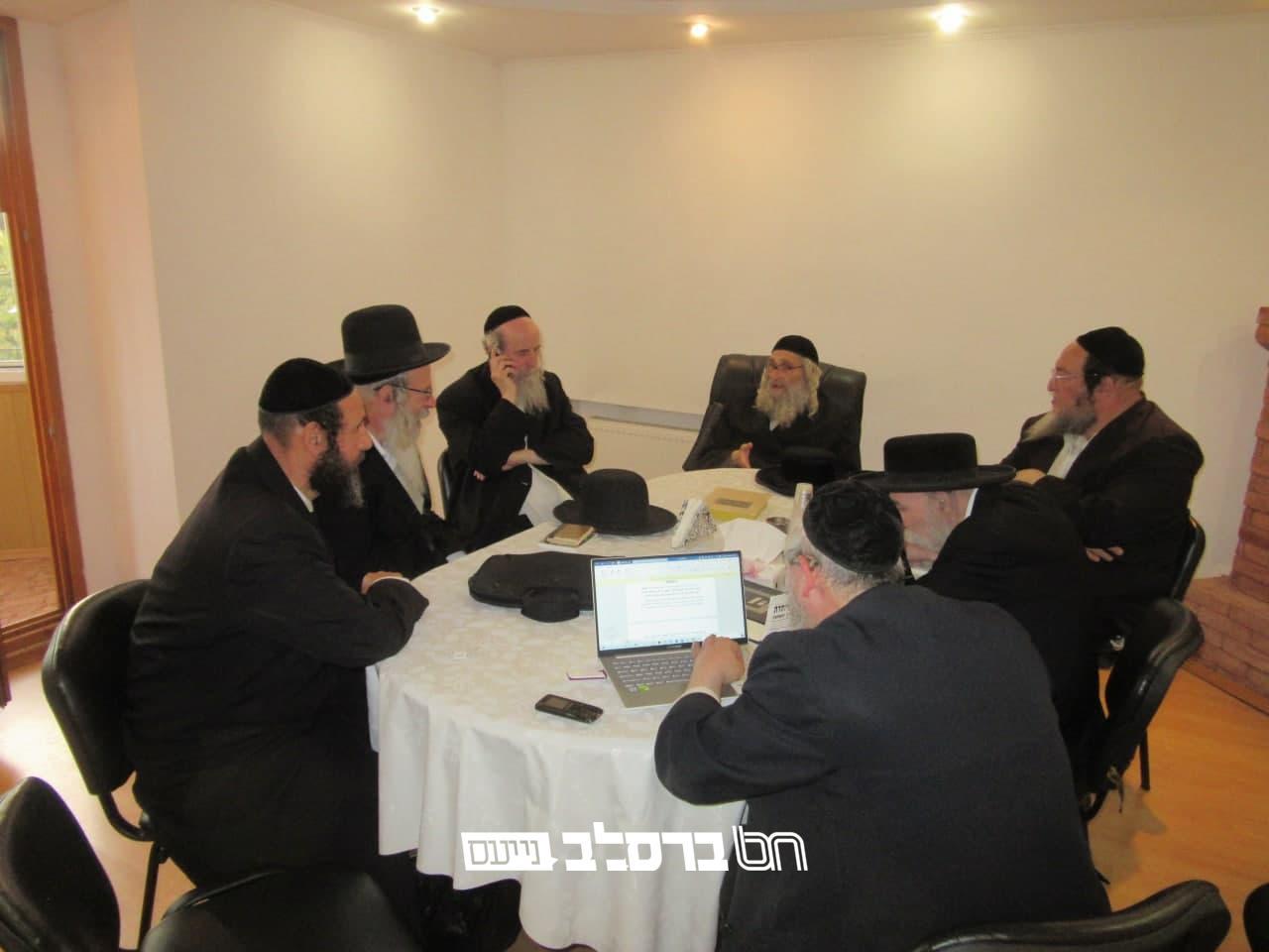 אומן • הרבנים בקריאת קודש לטהרת הקיבוץ הקדוש: 'לשלוח את בני הבית לביתם'