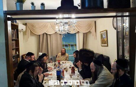 """שִׂיחַת חֲבֵרִים • מלווה מלכה בבית הרב יצחק אלון קפלן עם הרה""""ח רבי יו""""ט חשין שליט""""א"""