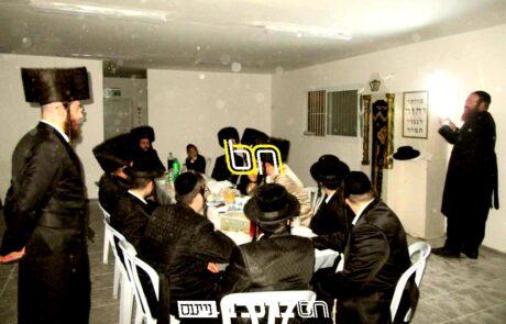 """בית שמש • מעמד קביעת מזוזות בבית הכנסת החדש על שם רבה""""ק שנפתח בשכונת רמת בי""""ש ד'"""